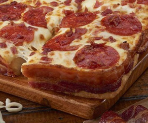 bacon-crust-pizza